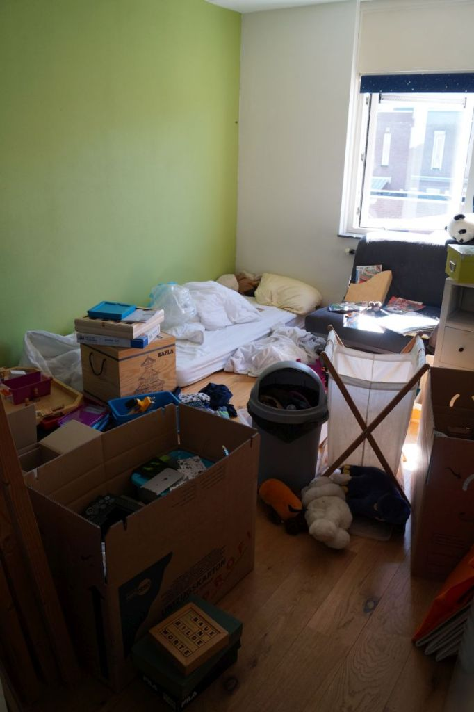 The house is still a mess, even if some pieces of furniture are already missing.