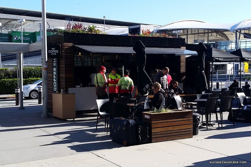 First impression of Brisbane: Coffee stands in the sunny outdoors.