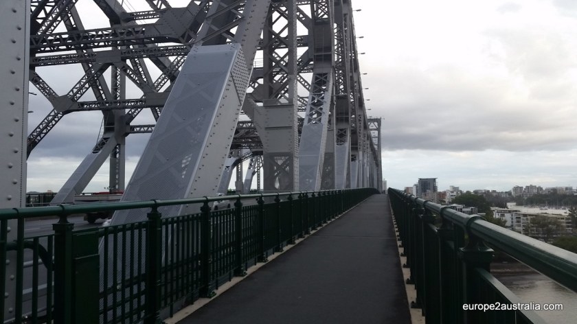 Running across Story Bridge on a 6km loop along the river.