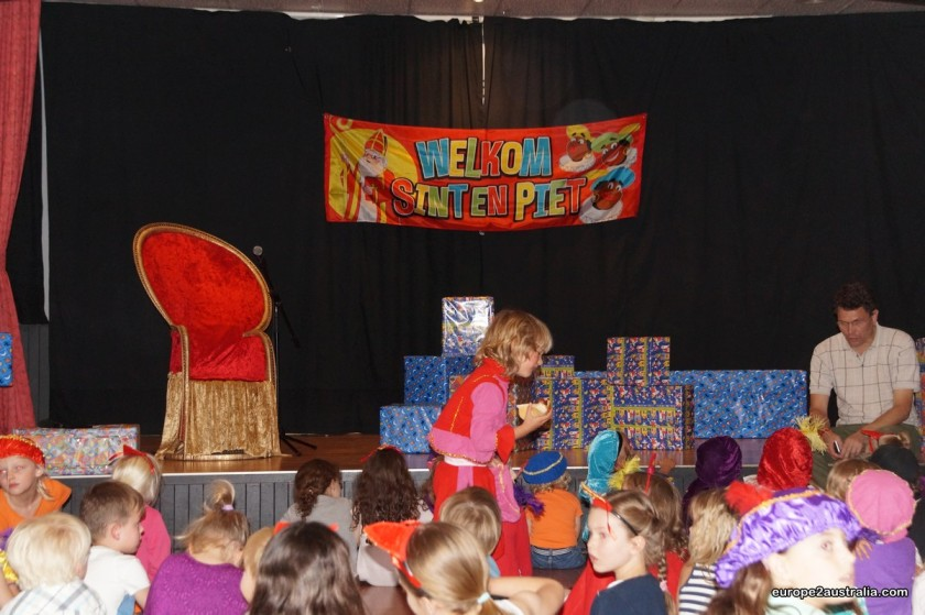 The stage was all decked out with a chair for Sint and a lot of presents.