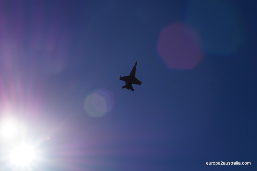 And here a RAAF F18 flew above the track, making quite some noise.