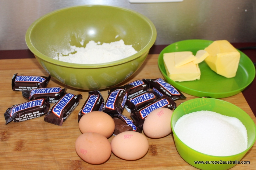 five-ingredients-snickers-cake