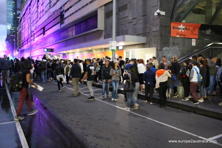white-night-melbourne-lining-up