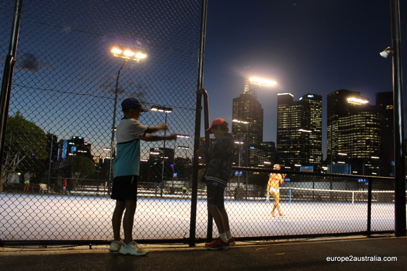 night-setting-in-melbourne-park-tournament
