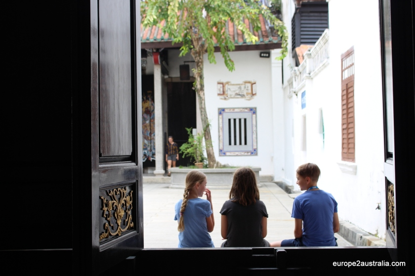 penang-visit-temple-with-kids