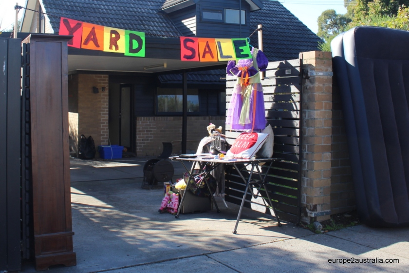 yard-sale-decoration